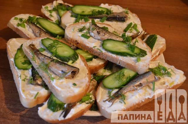 Закуска со шпротами и свежим огурцом – кулинарный рецепт