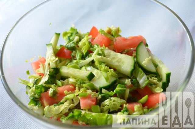 Витаминный салат из капусты, огурцов и помидоров