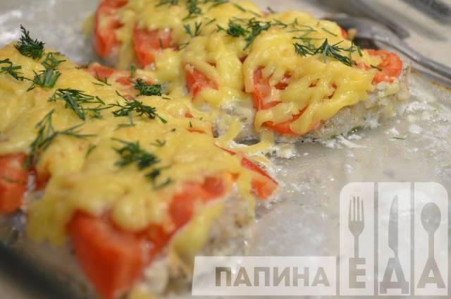 рецепт приготовления минтая в духовке с помидорами
