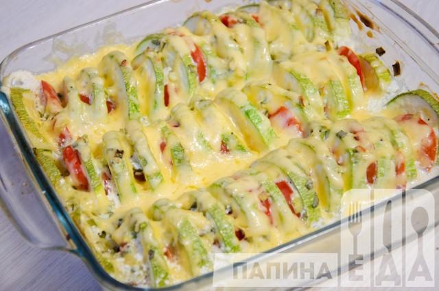 Кабачки с помидорами запеченные под сыром в духовке
